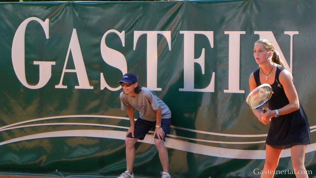 Lucie Hradecka (CZE) vs. Nikola Hofmanova (AUT)