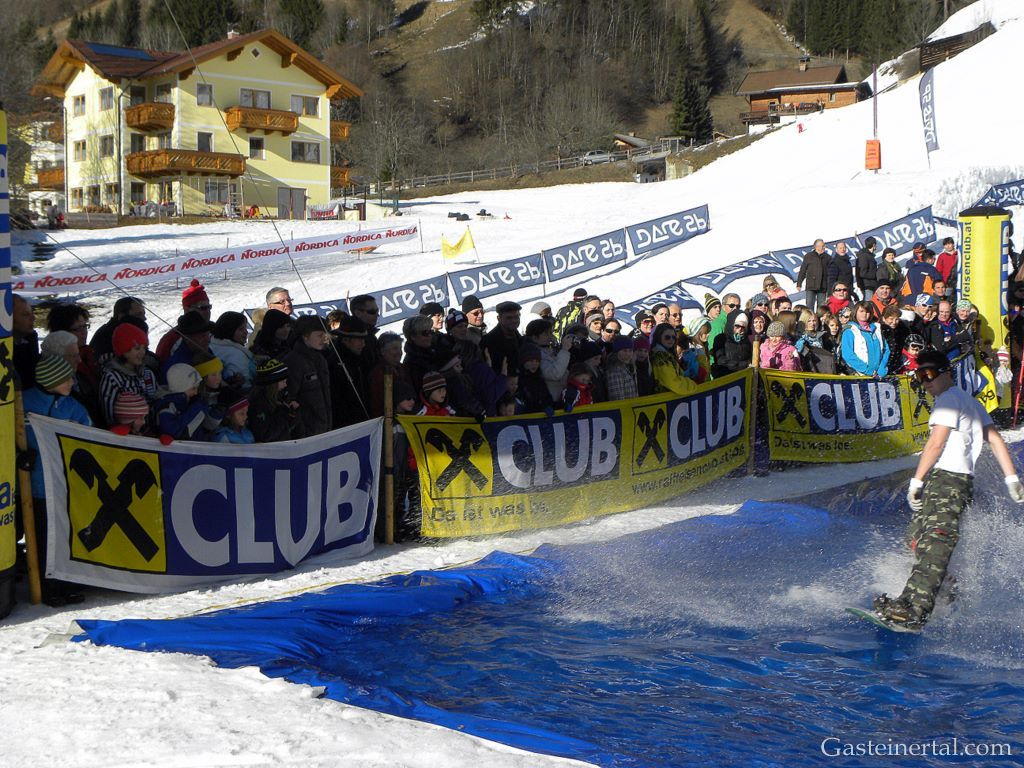 SnowXcross Dorfgastein: waterslide contest